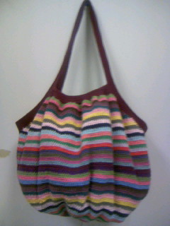 かぎ針で編んだコットンのシマシマバッグ