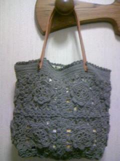 かぎ針編みのモチーフつなぎのバッグ(グレー)