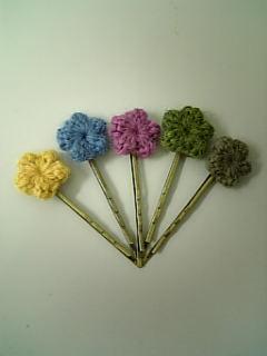 お花のヘアピンとジビッツ風飾り